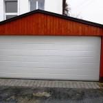 garážová vrata v garáži